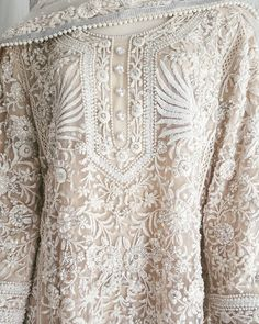 Pakistani kurta by Rizwan Beyg, who also dressed princess Diana for her Pakistan-tour. Pakistani Couture, Pakistani Outfits, Indian Outfits, India Fashion, Asian Fashion, Trendy Fashion, Runway Fashion, Fashion Ideas, Indian Attire