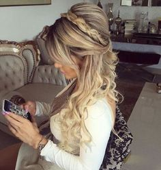 Half up half down hairstyles - partial updo wedding hairstyle is a great options for the modern bride from flowy bohemian to clean contemporary & elegant Fancy Hairstyles, Down Hairstyles, Braided Hairstyles, Wedding Hairstyles, Layered Hairstyles, Hairstyle Ideas, Latest Hairstyles, Bridesmaid Hairstyles, Bohemian Hairstyles