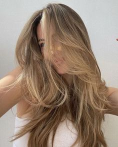 Blonde Hair Looks, Brown Blonde Hair, Dark Blonde, Girls With Blonde Hair, Long Blond Hair, Blonde Hair Outfits, Light Brunette Hair, Short Hair, Caramel Blonde Hair
