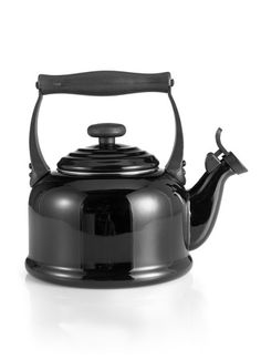 Le Creuset kettle - great in black Cocotte Le Creuset, Le Creuset Cookware, Le Creuset Kettle, Kitchenware, Tableware, Coffee Set, Chocolate Pots, My Tea, Location