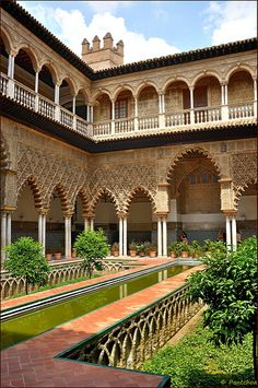 Islamic Architecture, Classical Architecture, Beautiful Architecture, Beautiful Buildings, Beautiful Places, Places Around The World, Travel Around The World, Around The Worlds, Alhambra Spain