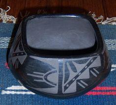 """SANTA CLARA Vtg BLACKWARE Bowl Pot Jar -Unsigned - 3"""" X 5"""" -Beautiful!"""