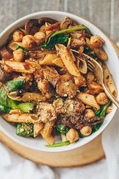 Caramelized Onion, Mushroom and Chickpea Pasta Caramelized Onion, Mushroom and Chickpea Pasta Easy Vegan Dinner, Vegan Dinner Recipes, Vegan Dinners, Pasta Recipes, Vegetarian Recipes, Healthy Recipes, Pasta With Onions, Caramelized Onions, Caramelized Onion Recipes