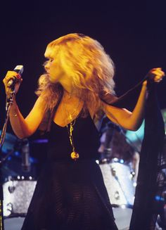 wow   ~ ☆♥❤♥☆ ~  look at Stevie's hair ~ it seems to be alive; such is the intensity of her onstage movements