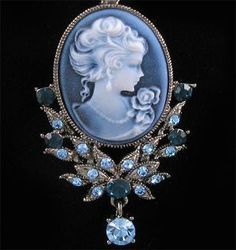 Antique cameo blue pendant necklace