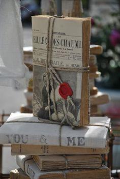 libros envueltos periódico