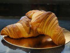 Recette de croissants de Gontran Cherrier Baking Tips, Baking Recipes, Dessert Recipes, Cake Recipes, Desserts, Italian Pastries, French Pastries, Artisan Boulanger, Japanese Bread