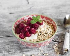 Fruit granola yoghurt