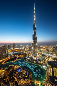 Burj Khalifa, Dubai--the tallest building in the world by at least 1000 ft. Places To Travel, Places To See, Wonderful Places, Beautiful Places, Places Around The World, Around The Worlds, Naher Osten, Dubai City, Dubai Uae
