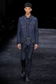 The complete Neil Barrett Fall 2018 Menswear fashion show now on Vogue Runway.