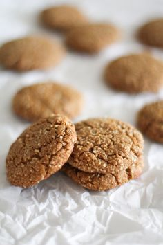 Gluten Free Gingerbread Cookies (#paleo and naturally sweetened) | http://www.theroastedroot.net