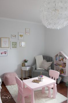 Toddler or little girl bedroom inspiration :) Beautiful gallery wall and reading nook with DIY house bookshelf!