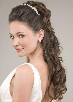 félig leengedett esküvői frizurák - félig feltűzött alkalmi frizura