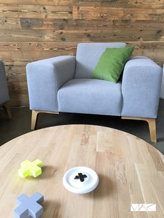 Shee armchair