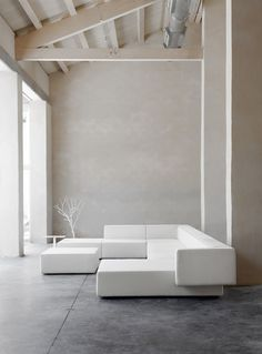 Vincent Van Duysen was born in Lokeren, Belgium. He attended Architecture school at the Institute Saint-Lucas in Ghent and founded his design studio in Antwerp Interior Simple, Home Interior, Contemporary Interior, Interior Architecture, Interior And Exterior, Interior Decorating, Sofa Furniture, Luxury Furniture, Furniture Design