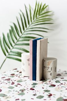 How To Create A Terrazzo Print On Almost Anything Plus Diy Concrete Book Ends Deko Selber Machenbastelndiy
