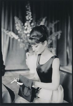 Audrey Hepburn~ One of the most uniquely beautiful woman of her time, and will always be a timeless beauty. She is one of my own personal picks of Old Hollywood glamour. Old Hollywood, Hollywood Glamour, Classic Hollywood, Divas, Style Audrey Hepburn, Aubrey Hepburn, George Hurrell, Actrices Hollywood, Zooey Deschanel