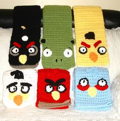 Crochet angry birds scarves and hats. hmm good idea… if any of my friends that crochet would do these for me it would be awesome Christmas gifts for my brother! Or I could learn how. Crochet Mens Scarf, Crochet Scarves, Crochet Clothes, Crochet For Boys, Crochet Baby, Knit Crochet, Angry Birds, Crochet Mandala, Kids Hats