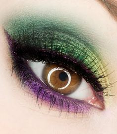 loving this rainbow eyeshadow look! #beautyblogger www.themakeupblogger.com