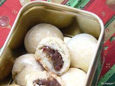 """""""Olyan jó kis karácsonyi falatkák"""" - Gesztenyés kifli és datolyás golyók - csakapuffin.hu Dairy, Ice Cream, Cheese, Christmas Recipes, Food, No Churn Ice Cream, Gelato, Meal, Icecream Craft"""