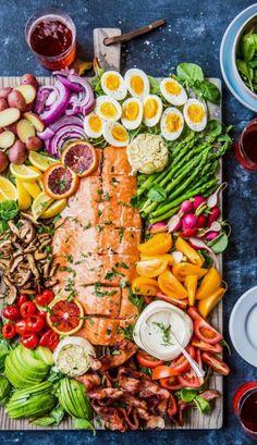 Las mejores propuestas que puedas encontrar en la red. Grandes chefs y gastrónomos. Ideas e imágenes para que desarrolles nuevos platos. Charcuterie Vegan, Charcuterie Recipes, Charcuterie Platter, Charcuterie And Cheese Board, Cheese Boards, Vegan Foods, Vegan Snacks, Vegan Dinners, Delicious Vegan Recipes