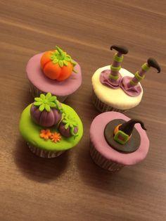 Halloween cupcakes Halloween Cupcakes, Desserts, Food, Meal, Deserts, Essen, Hoods, Dessert, Postres
