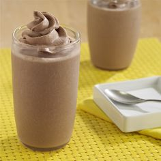 Chocolate Peanut Butter Banana Smoothies is the perfect summertime treat. A smoothie recipe made with chocolate pudding, ripe bananas and creamy peanut butter for an indulgent treat Smoothie Drinks, Healthy Smoothies, Healthy Drinks, Banana Smoothies, Smoothie Recipes, Dessert Healthy, Peanut Butter Banana, Chocolate Peanut Butter, Chocolate Recipes