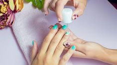 How Nail Trends Have Changed in the Past 100 Years The metallic nails of 1976 Need. Watch how nail trends have changed over the years. Diy Acrylic Nails, Metallic Nails, Acrylic Nail Designs, Dry Nails, New Year's Nails, Hair And Nails, Damaged Nails, Nail Repair