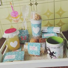 Desayuno de cumpleaños Birthday Packages, Candy Bouquet, Cakes And More, Gift Baskets, Catering, Healthy Snacks, Lunch Box, Packaging, Breakfast