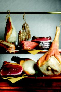 Vismara ham #italianfood Italian Recipes, Italian Foods, Swiss Cheese, Prosciutto, Charcuterie, Food Design, Gourmet Recipes, Ham, A Food