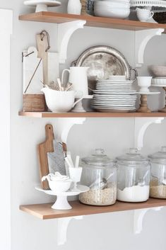 Trendy Ideas For Farmhouse Style Kitchen Shelves Farmhouse Style Kitchen, Farmhouse Style Decorating, Rustic Kitchen, Country Kitchen, Farmhouse Decor, Kitchen Decor, Open Kitchen, Farmhouse Design, Modern Farmhouse
