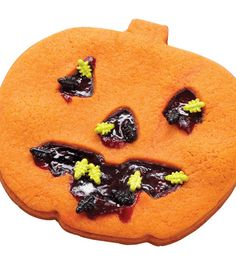 This @Wilton Cake Decorating Cake Decorating buggy jack-o-lantern cookie with raspberry jam filling is such a cute idea for Halloween!