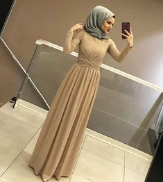 Price: 130 p ? Size: Length: 144 cm Fabric: Self-simulated Silk Crepe Snow . Hijab Dress Party, Hijab Style Dress, Hijab Wedding Dresses, Hijab Outfit, Dress Outfits, Dress Wedding, Muslim Fashion, Modest Fashion, Hijab Fashion