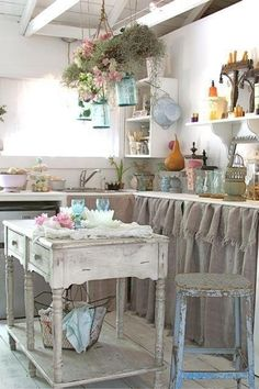 Cute kitchen with burlap curtains expose | My Shabby Chic Decor