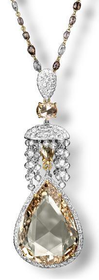 Carnet London Retrospective Just Fab! Carnet yellow diamond and diamond pendant. Picture c / o The Jewelery Editor. I Love Jewelry, Fine Jewelry, Jewelry Necklaces, Jewelry Design, Pendant Jewelry, Jewlery, Diamond Pendant, Diamond Jewelry, Emerald Pendant