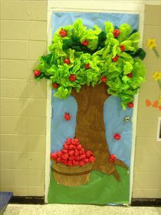 Apple tree top is made out of tissue paper so are the apples Apple Classroom Decorations, Apple Theme Classroom, Classroom Tree, Preschool Apple Theme, Jungle Decorations, Apple Decorations, Preschool Crafts, Crafts For Kids, Preschool Learning