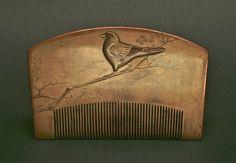 Decorative comb Japan, Edo Period, mid. to late 18C Wood, gold lacquer ( maki-e ) W: 12cm