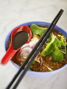 Assam Laksa in Penang! Asian Recipes, Healthy Recipes, Ethnic Recipes, Yummy Asian Food, A Food, Food And Drink, Laksa, Best Street Food, Malaysian Food