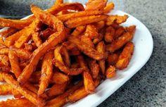 Gegarandeerd knapperige frietjes van zoete aardappel (+ heerlijke dip)
