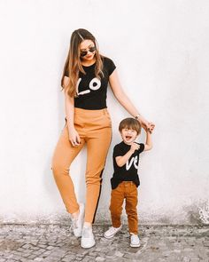 "2,349 curtidas, 97 comentários - Thamara | Produtividade p/ Mãe (@tharodrigues) no Instagram: ""O que resume a gente 🖤 AMOR! . Esse sorriso da primeira foto é o meu combustível. O seu jeito de…"" Mother Son Matching Outfits, Mom And Son Outfits, Little Boy Outfits, Family Outfits, Baby Boy Outfits, Mommy And Me Shirt, Mommy And Son, Mom Son, Stylish Little Boys"