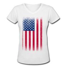 Vintage USA Flag Women's V-Neck T-shirt. #memorialday