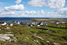 Aran Islands Een van weinige plaatsen waar nog echte traditionele Ierse vissersdorpjes liggen. Er mogen geen auto's rijden, maar wel kleine tweewielige koetsjes (pony traps).