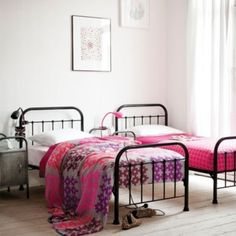 Iron Beds Can Look Very Stylish In Your Bedroom Mixing Modern Furniture With Vintage Bed Will Make Chic And Beautiful