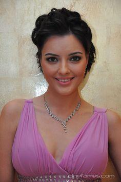 nice Actress Kristina Akheeva New Photo Gallery