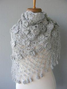 Bridal shawl Gray shawl Gray flower shawl di DokumaAccessories