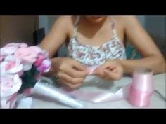 video aula BUQUÊ DE NOIVA formato CASCATA - Prof. Andréia Cristina - YouTube