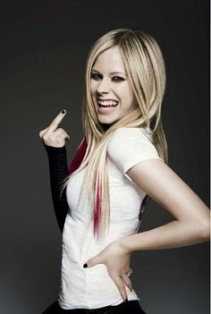 Self-taught, 80 pizzas in the dressing room; what you didn& know about Avril Lavigne - Self-taught, 80 pizzas in the dressing room; What You Didn& Know About Avril Lavigne Avril Lavigne Style, Avril Lavigne Photos, Pop Punk, Princesa Punk, Blond, Avril Levigne, Taylor Momsen, Moisturizer For Dry Skin, Grunge Hair