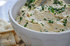 How To Make Cheddar and Guinness Dip | Guinness + St Patrick's Day By DIY Ready. http://diyready.com/17-delicious-irish-appetizers-for-st-patricks-day/