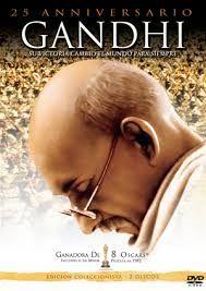 Sinópsis: Después de defender los derechos de los ciudadanos negros en Sudáfrica, Gandhi, considerando que también los hindúes son ciudadanos de segunda clase en su propia tierra, los incita a sublevarse contra el Imperio Británico mediante la doctrina de la no-violencia.