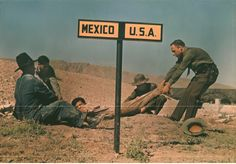 fotojournalismus:  Two border-patrol officers attempt to keep a fugitive in the U.S. in this photo from National Geographic's archive (Luis ...